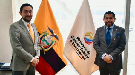(De izquierda a derecha): Daniel Legarda, Viceministro de Comercio Exterior; Freddy Cevallos, Presidente CAMECOL.